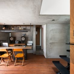 The bare concrete surfaces are balanced out by warm wood tones and harmony is thus established