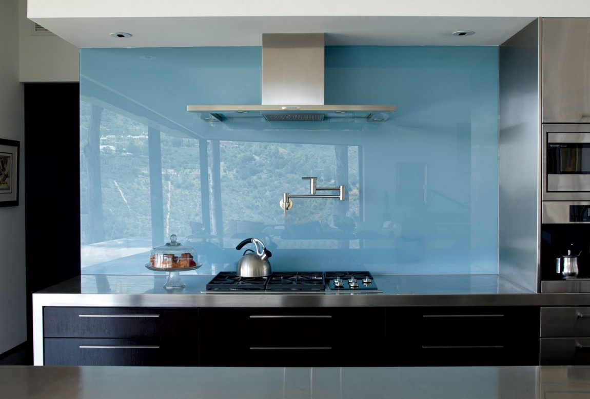 kitchen with glass backsplash cool ways to update a kitchen with a glass backsplash 6511