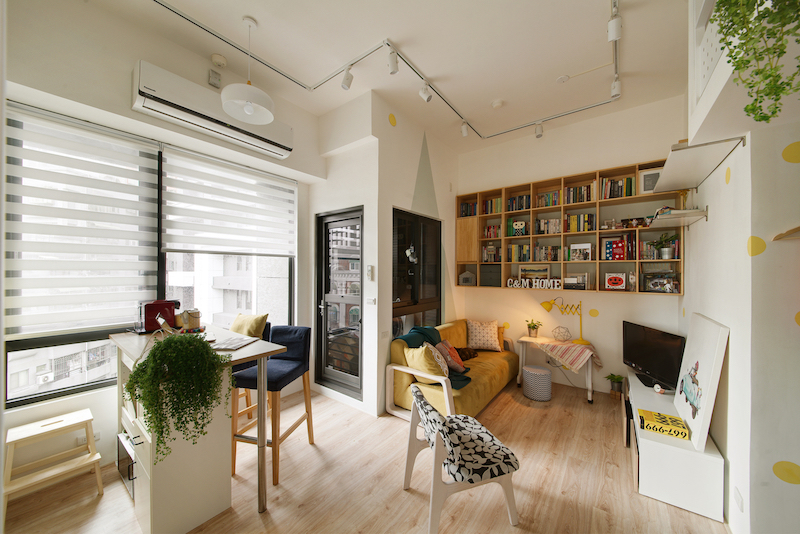 Although small, the apartment is bright and filled with sunlight which allows to be look pretty airy