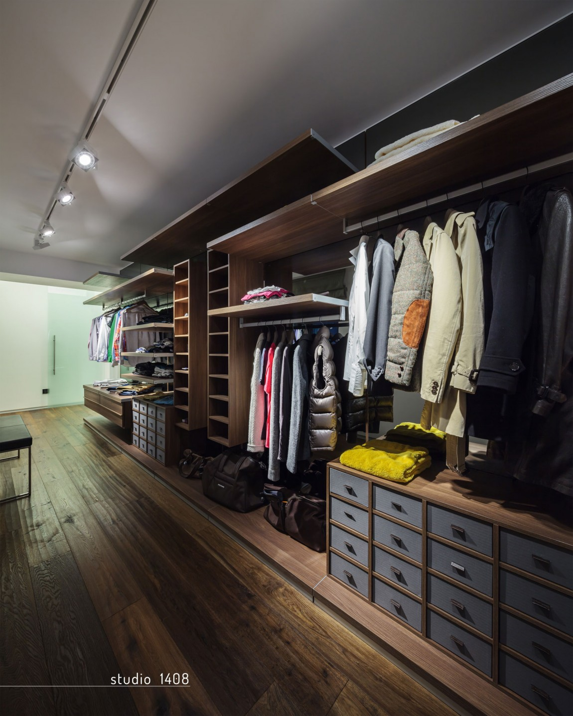 Stylish walk in closet ideas from inspired designers for Studio closet design