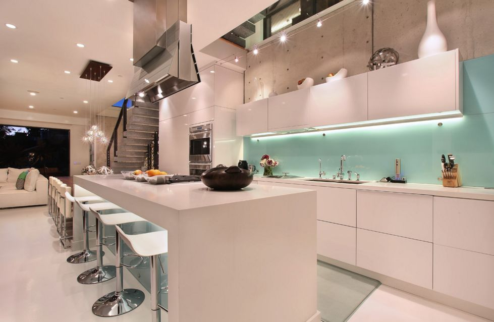 Delicieux Cool Ways To Update A Kitchen With A Glass Backsplash