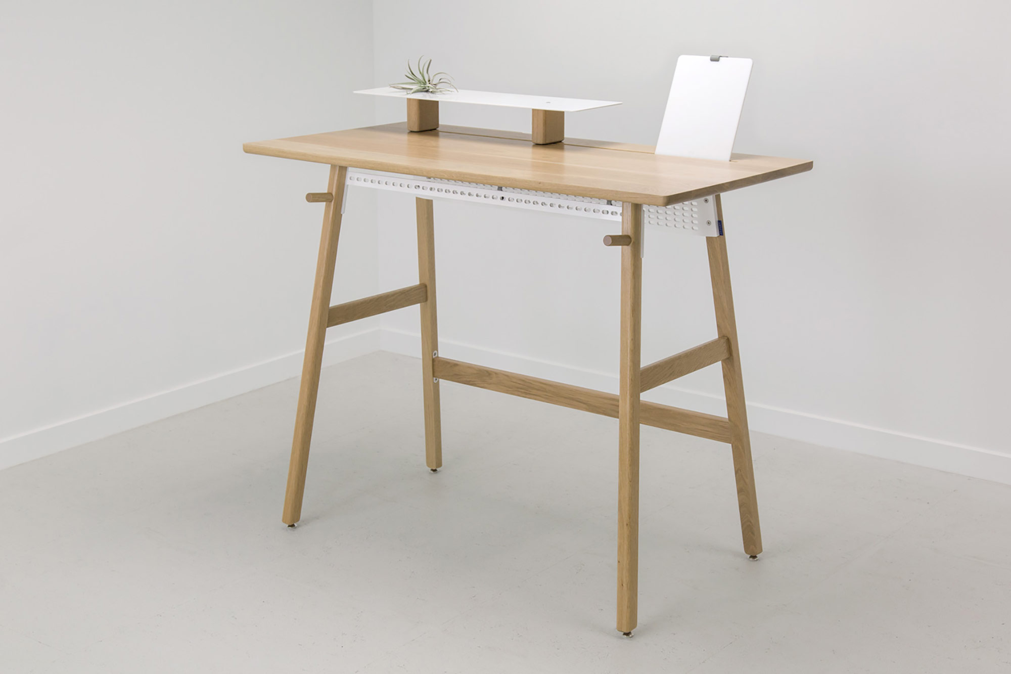 Modern standing desk designs and extensions for homes and for Minimalist desk