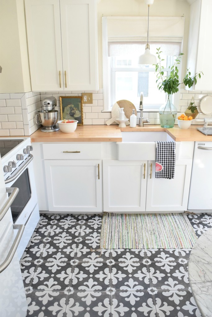 Small Pattern & 18 Beautiful Examples of Kitchen Floor Tile