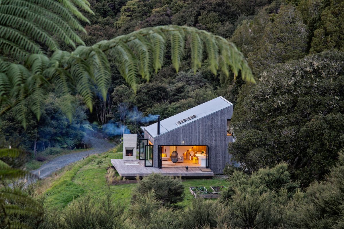 Asymmetric House Makes The Most Of Its Remote Location