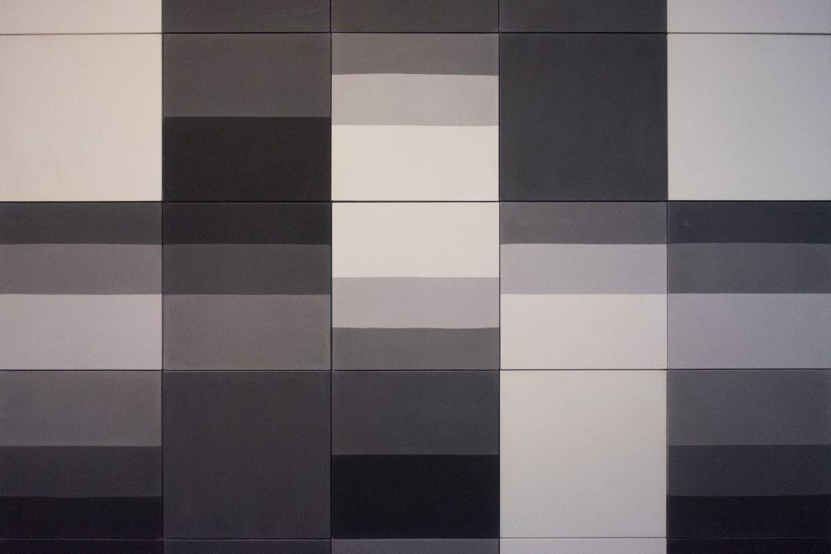 How To Create A Greyscale Bathroom: Amazing Ideas For Dreamy Bathroom Tile Designs