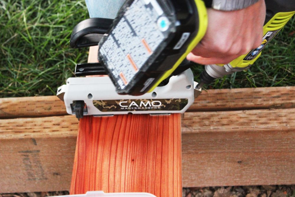 Camo deck spacer by pulling the lever