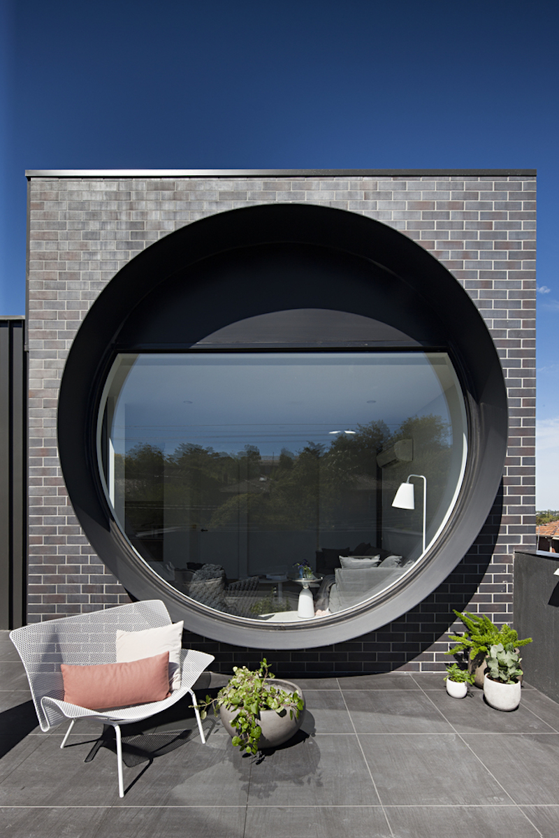 The balconies are open and they frame the porthole windows, linking the interior spaces to their surroundings