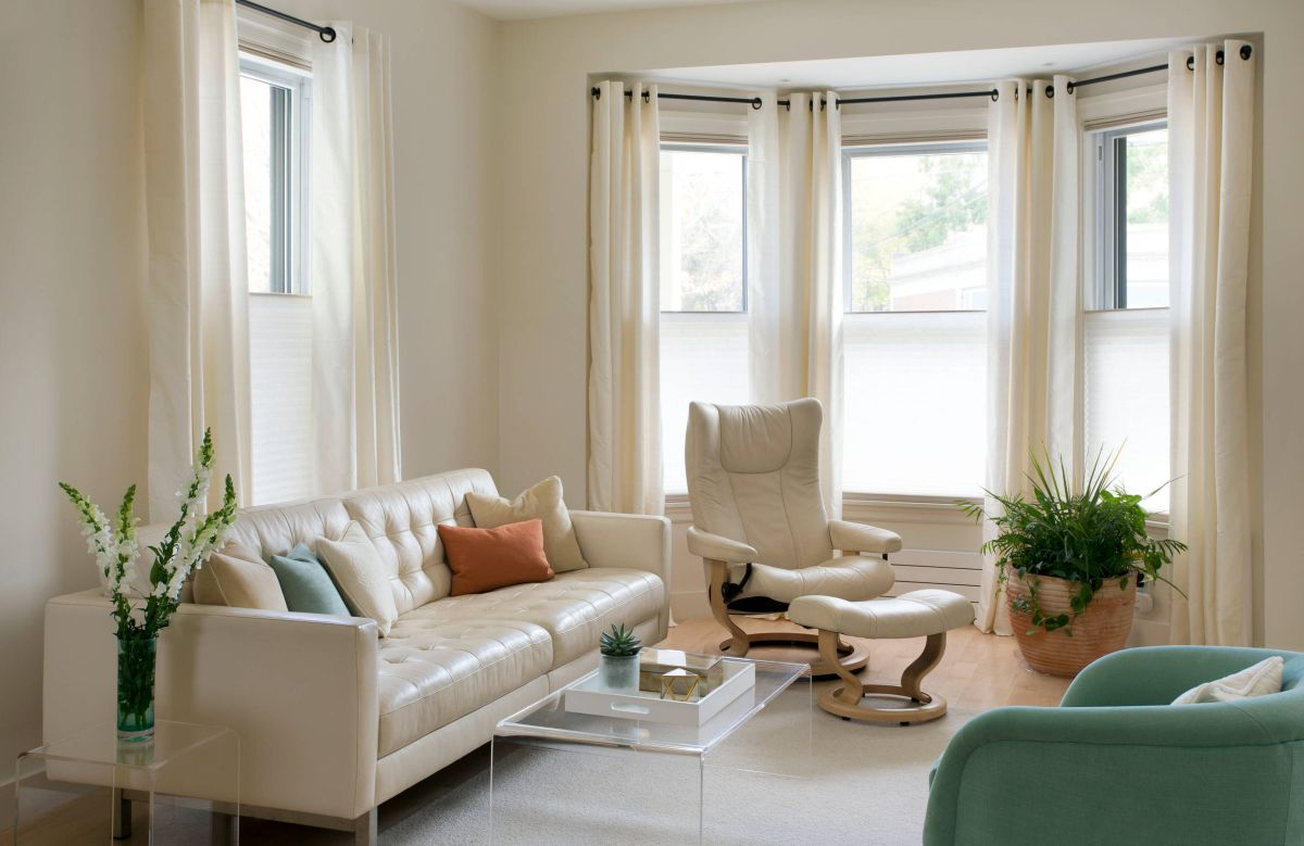 10 bay window treatments to ponder for your panes - Living room with bay window ...
