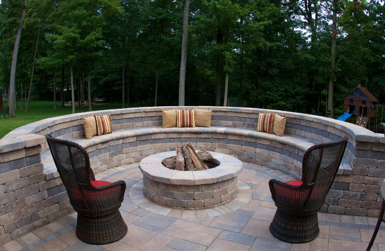 Image of: 13 Brick Fire Pits And The Homes And Gardens That Surround Them