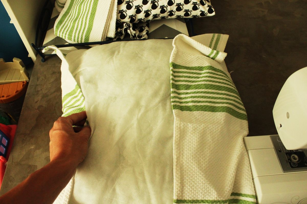 DIY Dish Towel Pillow Requiring Two Dish Towels