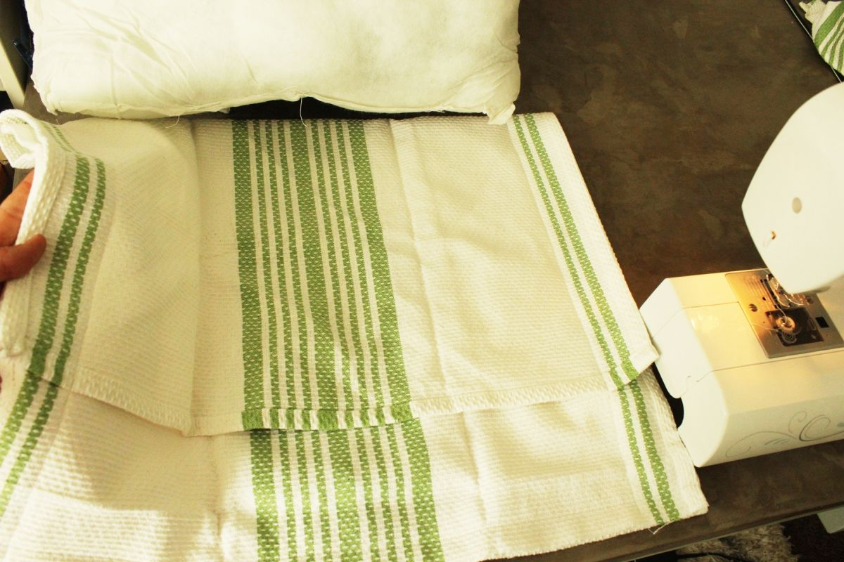 Turn Dish Towels into DIY Halloween Pillows: Super Simple