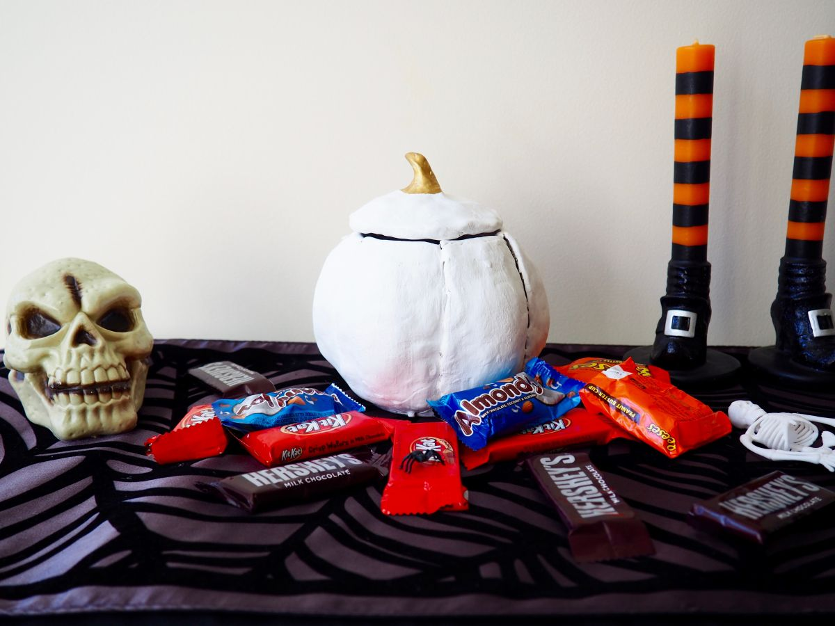 DIY Pumpkin Candy Bowl For Halloween Home Decorating Trends