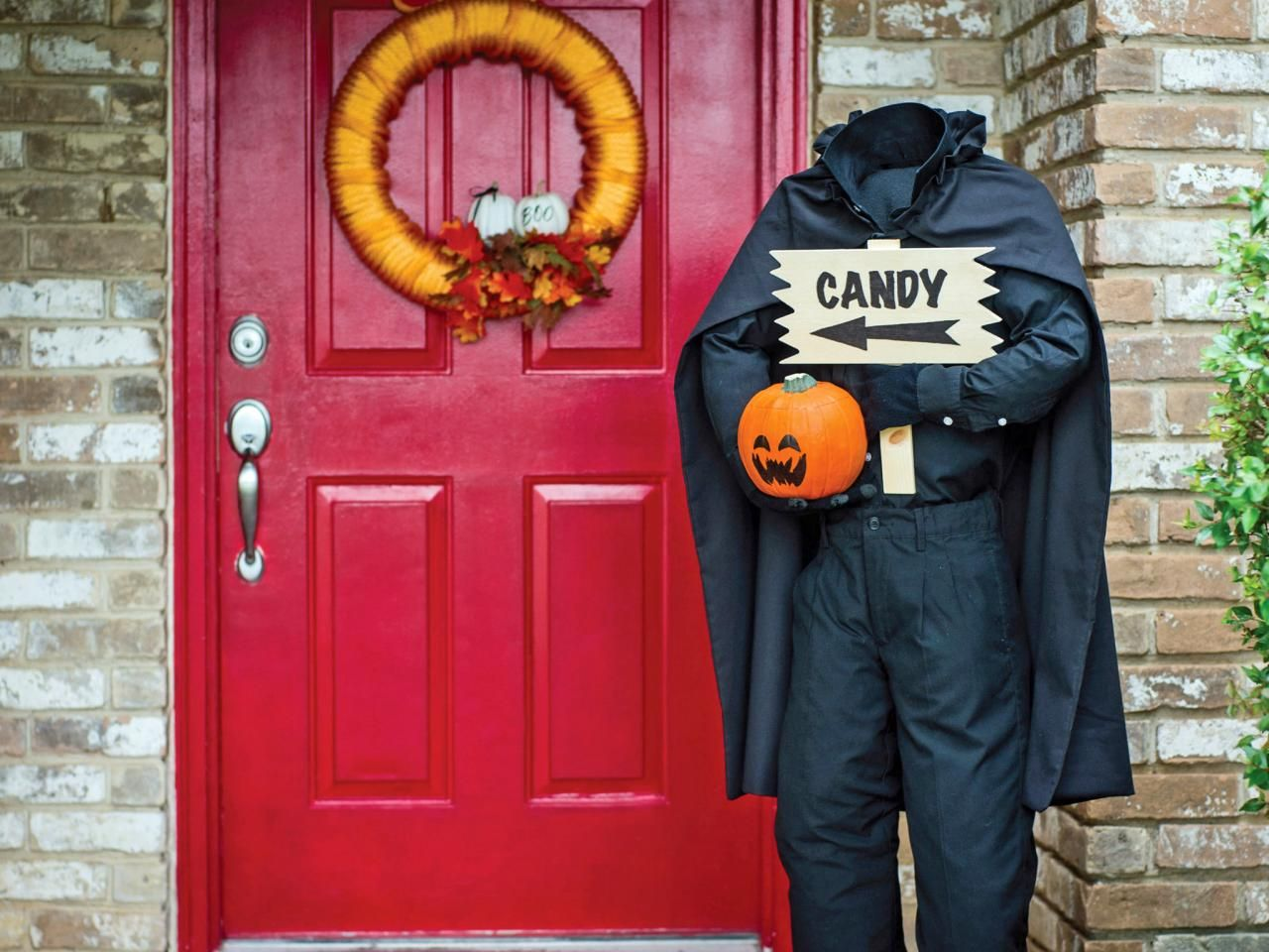 Front door horseman greeter - Scary Halloween Decorations That'll Give You The Jitters