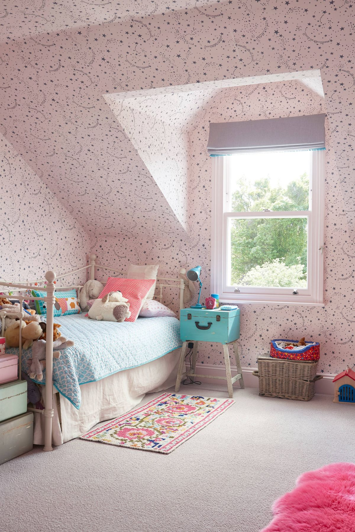 Girls room starry night pink wallpaper