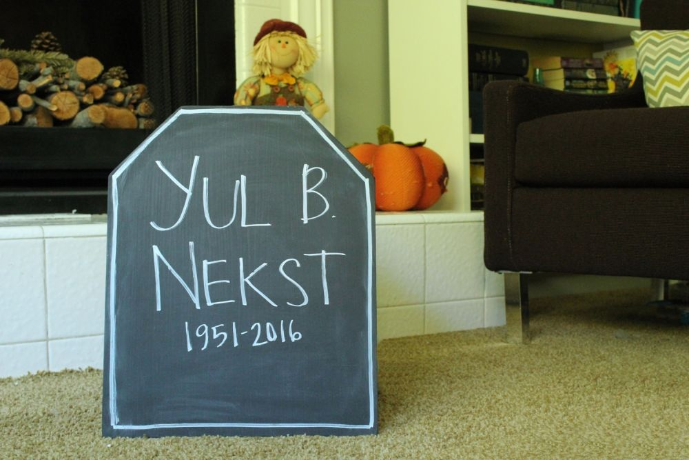 Halloween Tombstone DIY with Chalkboard