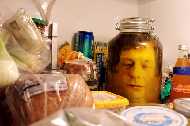 Head in jar Scarry halloween - Scary Halloween Decorations That'll Give You The Jitters
