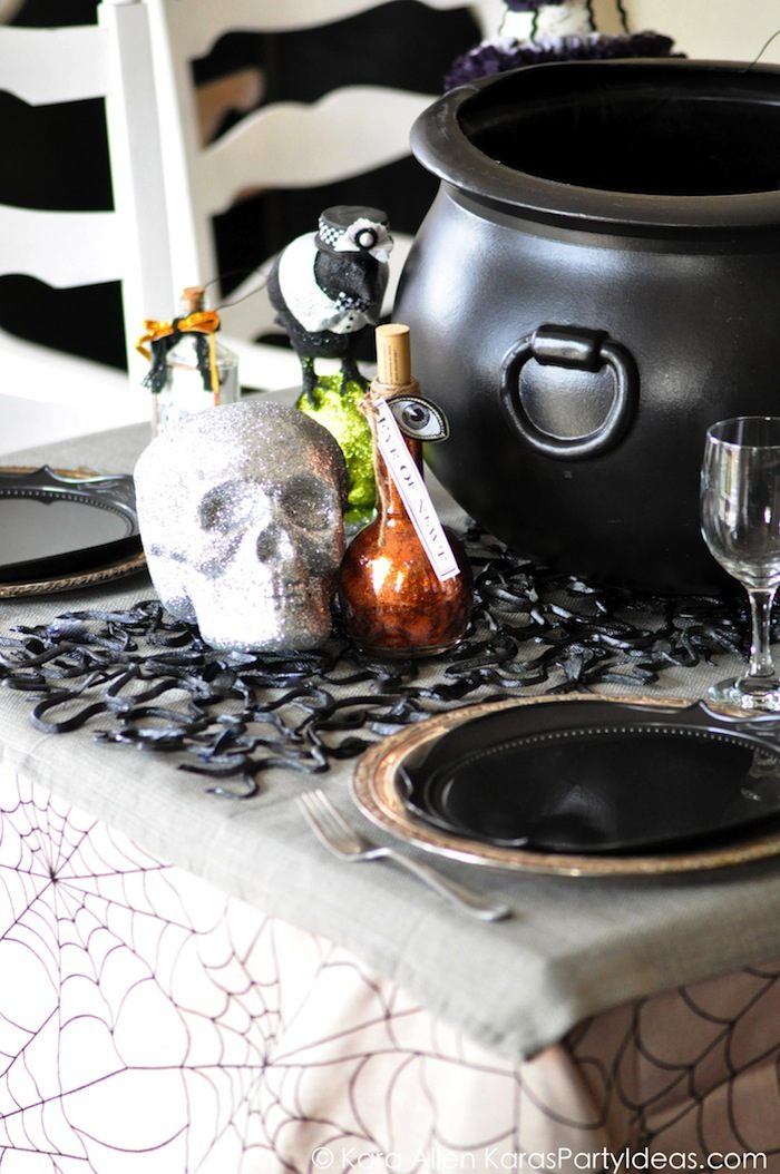 How to set a scarry halloween table decor - Scary Halloween Decorations That'll Give You The Jitters