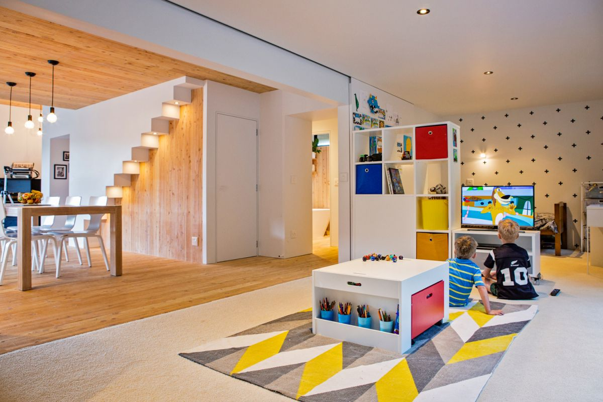 The social area is connected to a playroom which has a playful and colorful decor
