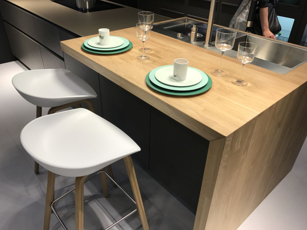 Enjoyable The Breakfast Bar Table The Heart Of The Social Kitchen Download Free Architecture Designs Scobabritishbridgeorg
