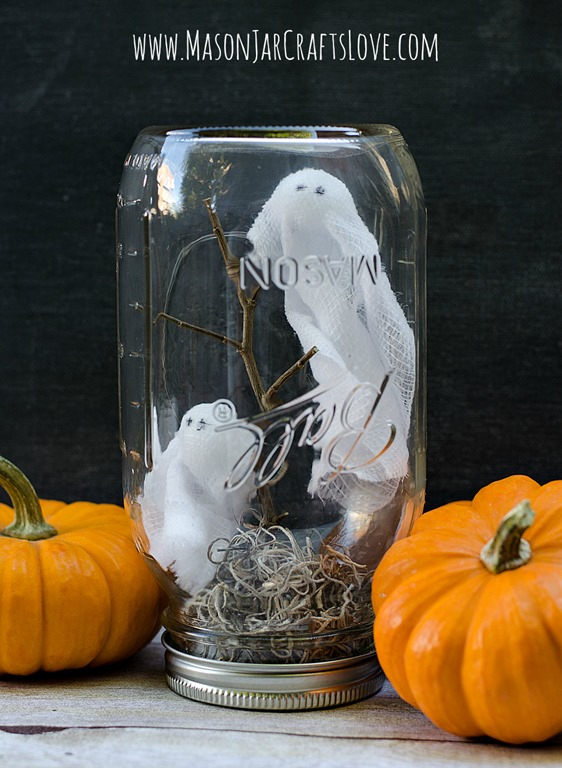 Mason jars Ghost Halloween Craft - Scary Halloween Decorations That'll Give You The Jitters
