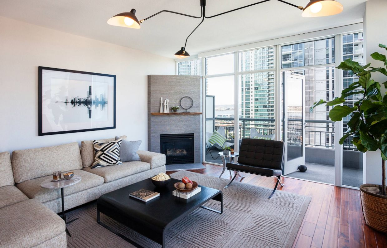 Inspiring interior designs focused on corner fireplaces for Modern fireplace living room design