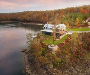 Lakeside Retreat Lets The Views Add Drama To Its Interior Decor