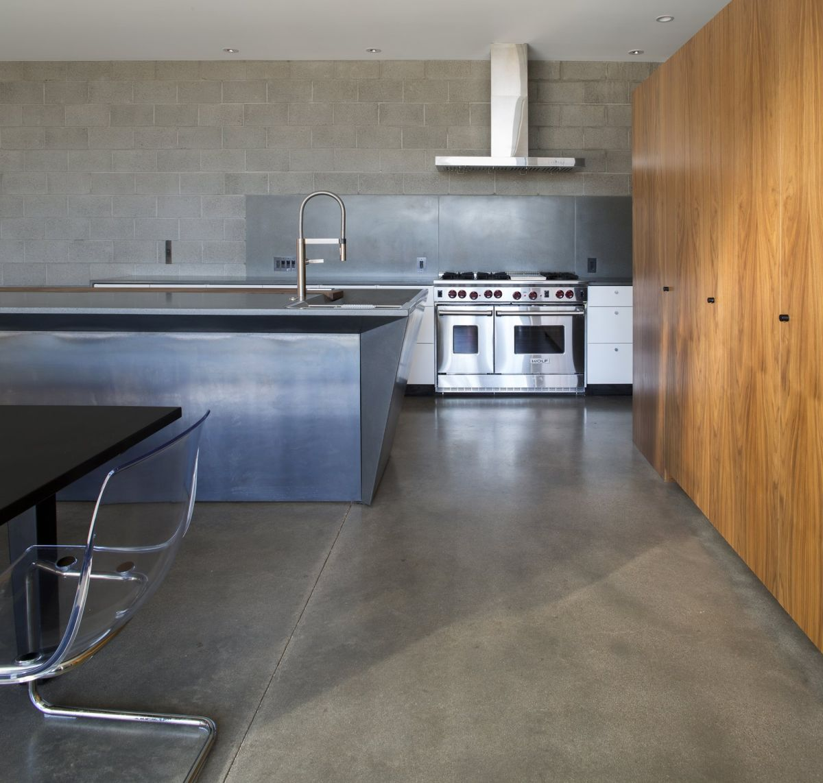 Kitchen floor types that make homes look amazing while for Modern concrete floor