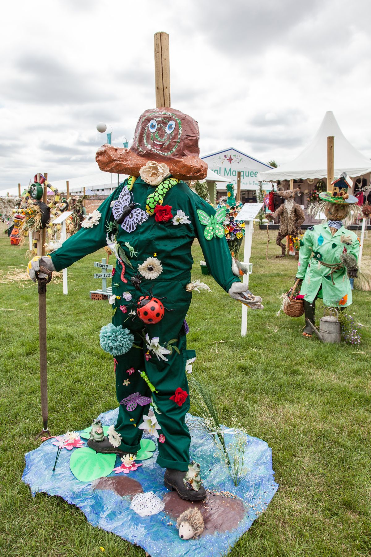 Not all scarecrows have to look scary. Even a cute and happy one can make a nice lawn ornament