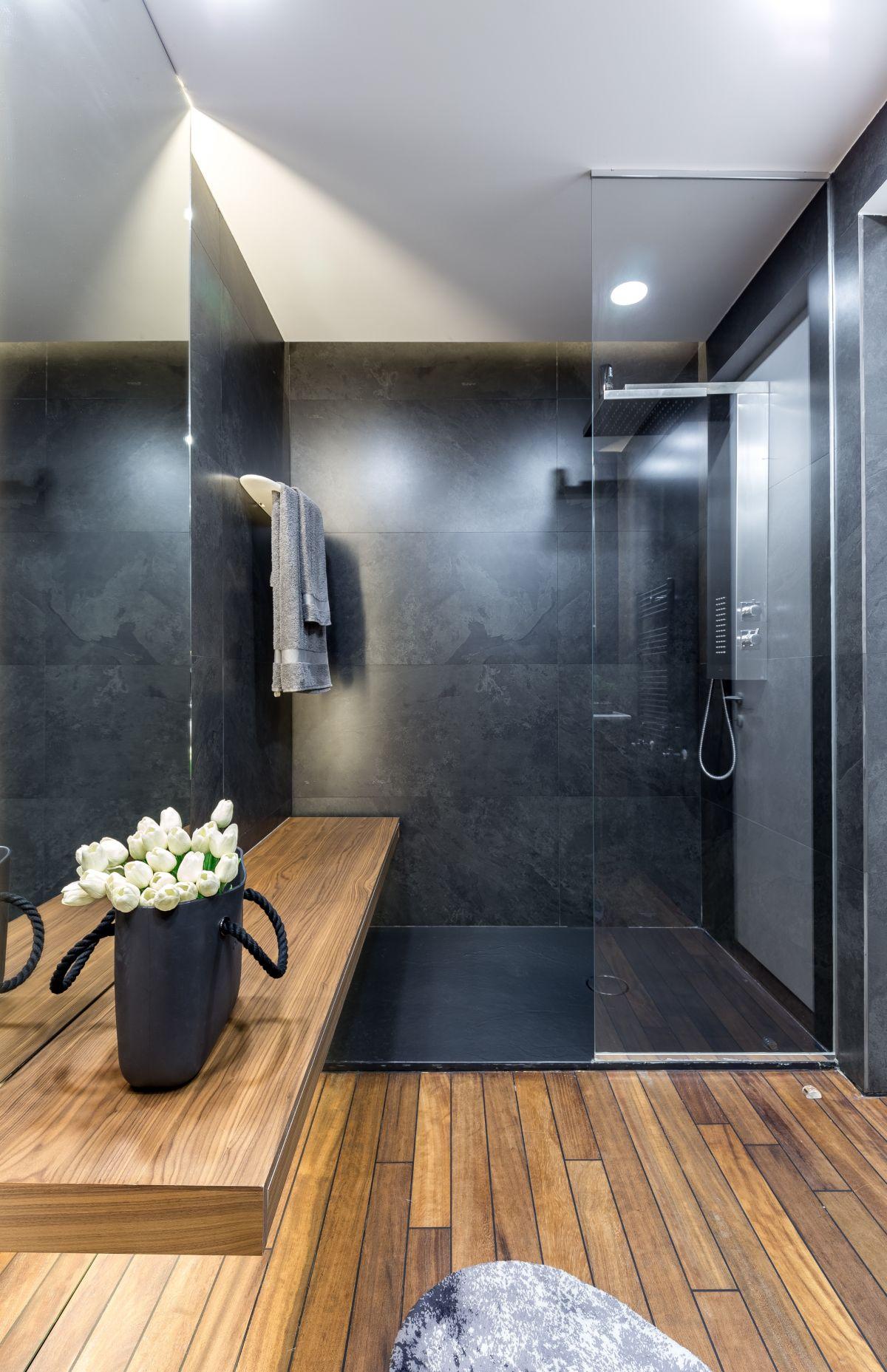 The wood floor gives the bathroom a sauna-like feeling.