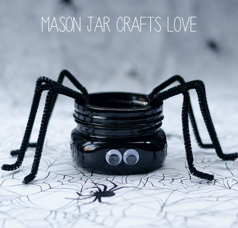 Spider Mason Jar Craft - Scary Halloween Decorations That'll Give You The Jitters