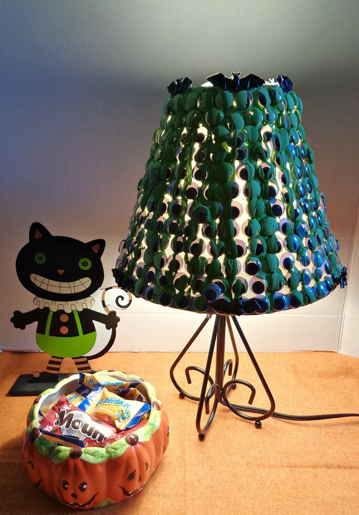 Spooky Googly Eye Lampshade