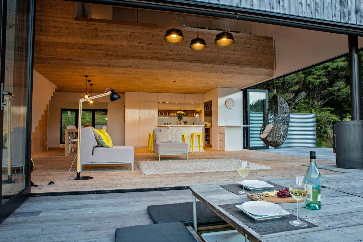 The deck allows the interior living space to extend outside and to freely communicate with the surroundings