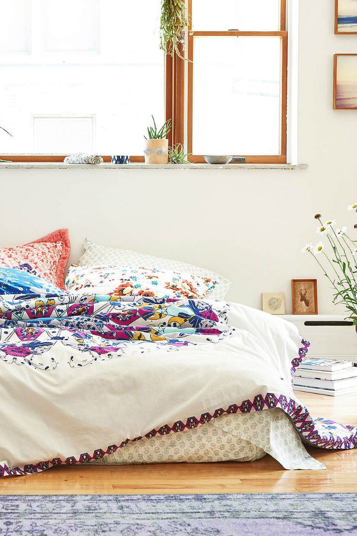 40 bohemian bedrooms to fashion your eclectic tastes after 10898 | bright white and purple boho bedroom