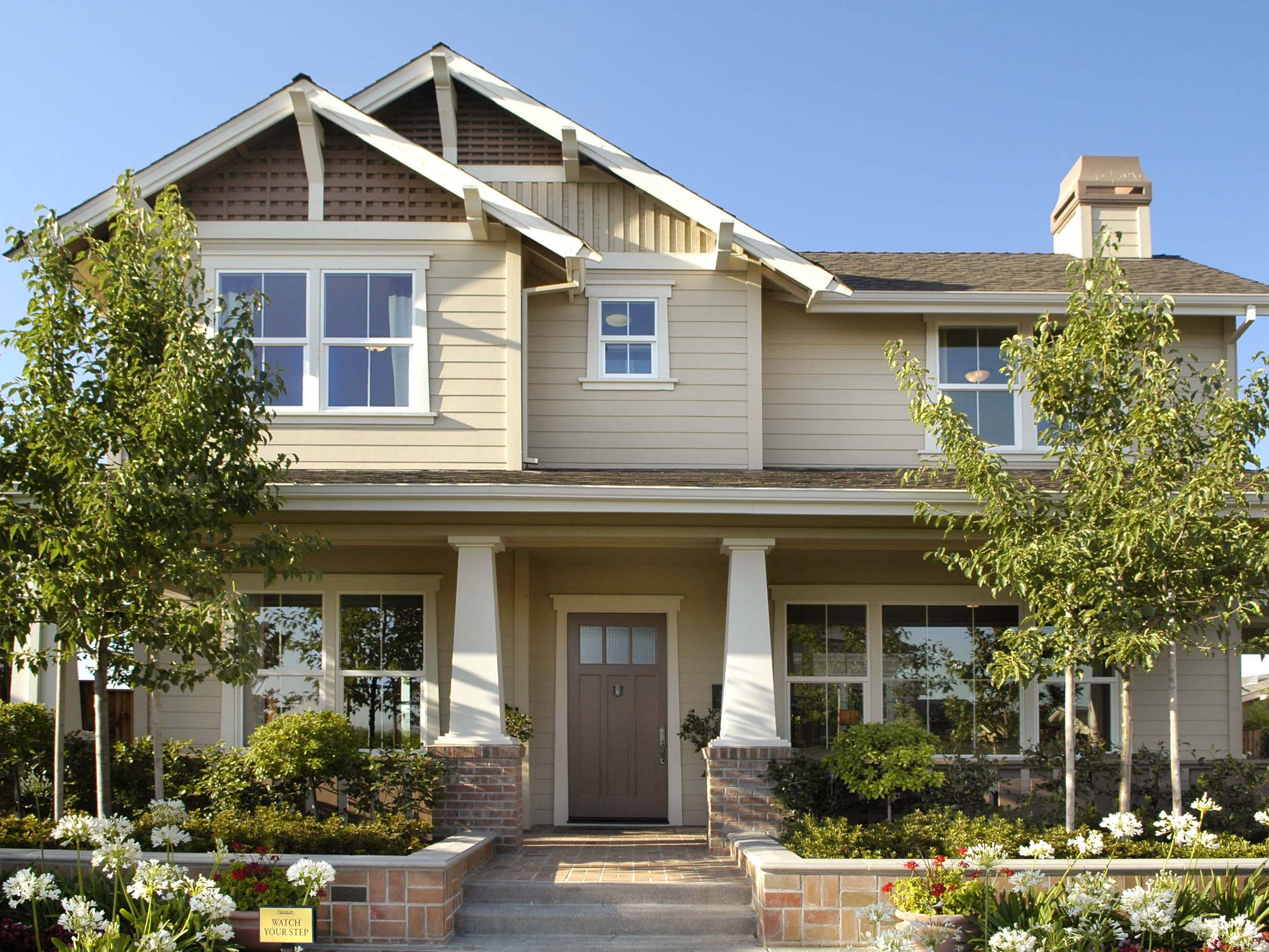 Everything you need to know about craftsman homes for Craftsman porch