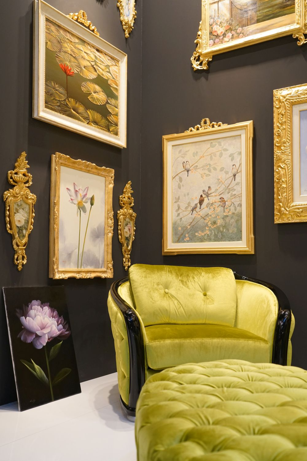 Decorate the walls of your reading corner with framed photos or paintings
