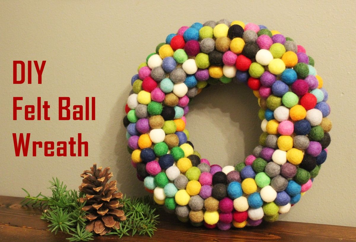 DIY Christmas Felt Ball Wreath