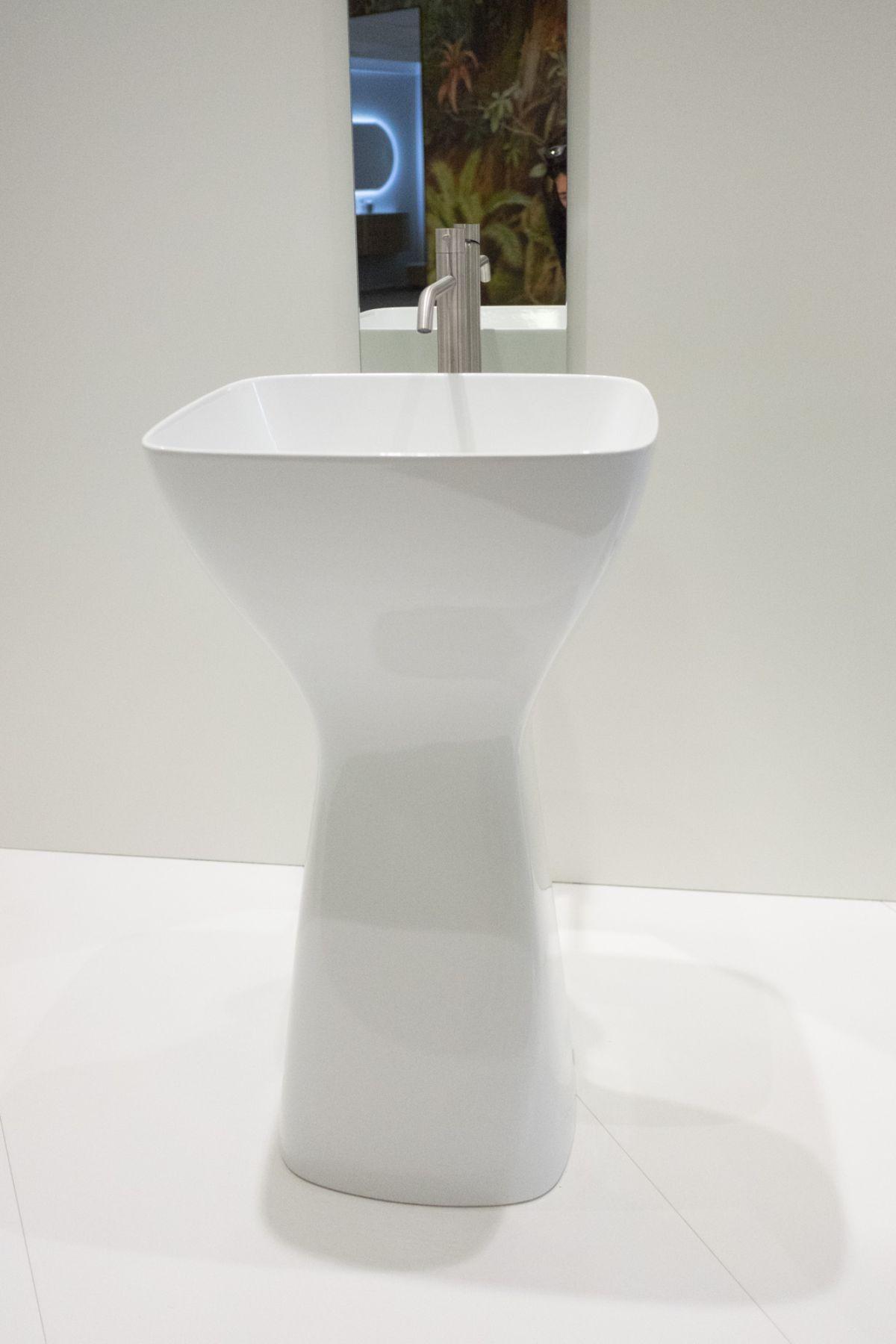 Eto ceramic pedestal sink