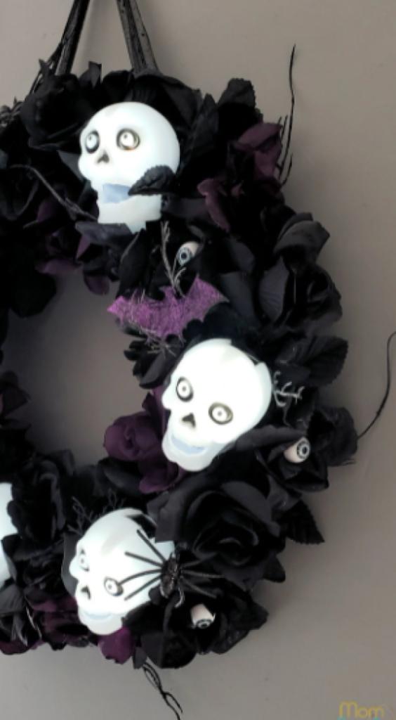 Halloween-Themed Skull Wreath