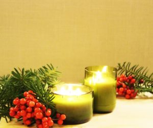 DIY Christmas Gift Idea: Glass Bottle Candle
