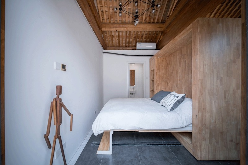 This sleeping area has a pull-down bed that faces the wall, with no other addition furniture pieces