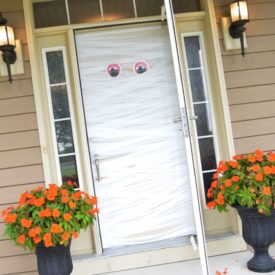 How to make a mummy halloween door