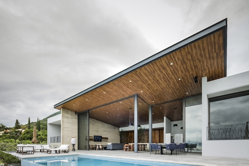 At the rear, the house opens up to embrace the landscape and the beautiful surroundings