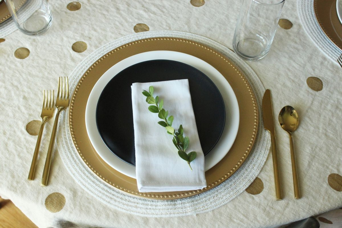 View in gallery & 12 Modern Thanksgiving Table Setting Ideas