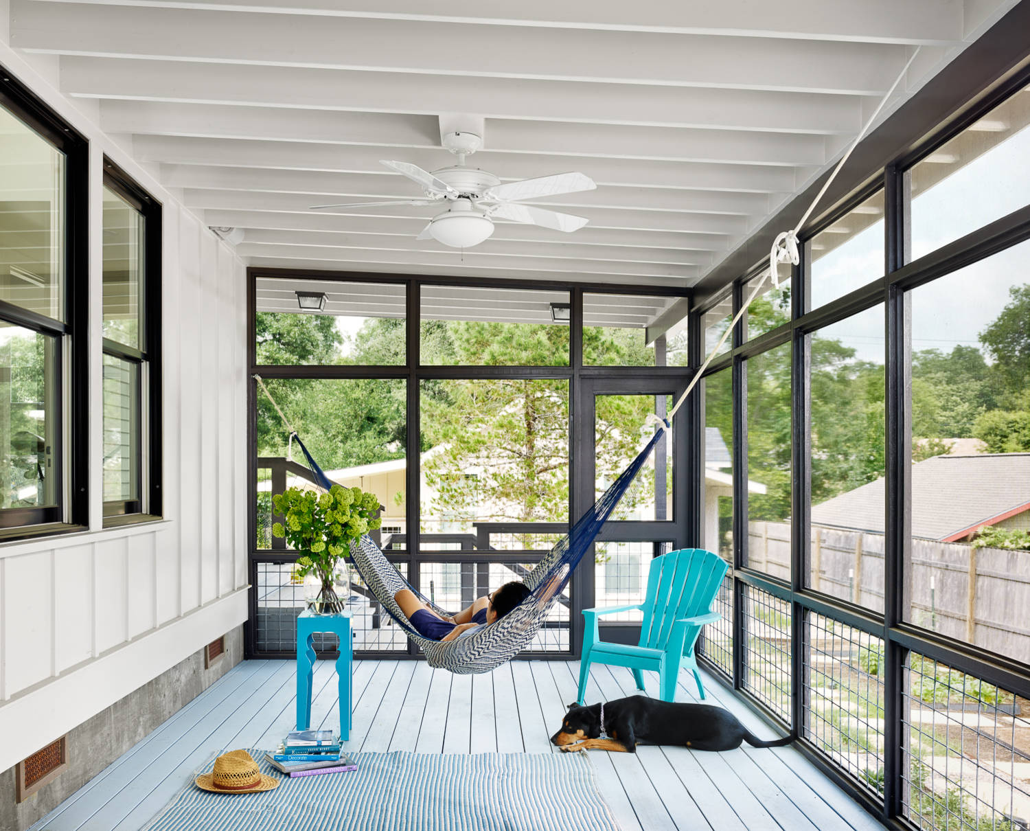 12 tips to rock your screened porch for Houses with screened in porches
