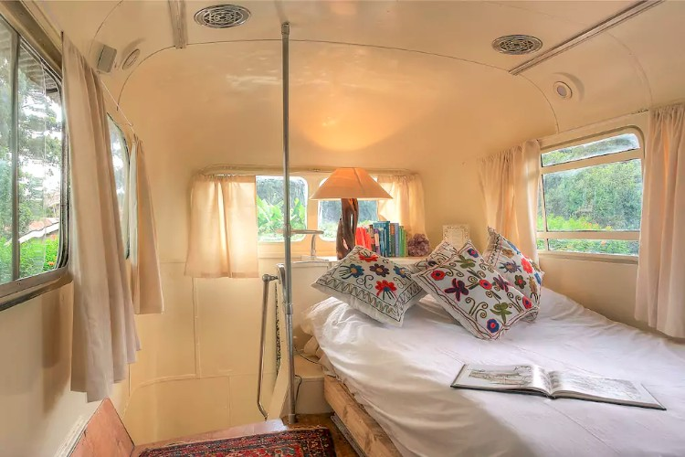 How To Turn A Bus Into A Home – Learning From The Best images 28