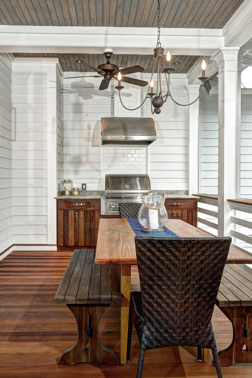 12 tips to rock your screened porch for Outdoor kitchen and dining