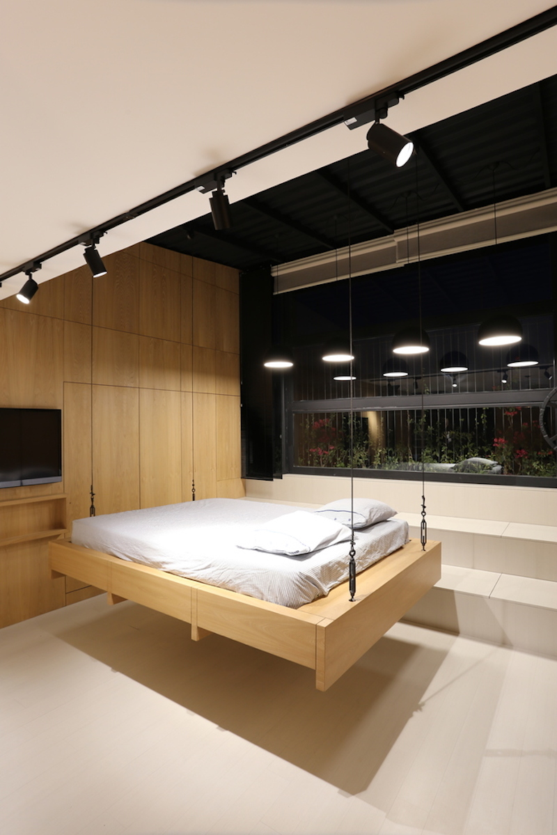 The hanging bed can be raised or lowered at various different heights, as desired by the users