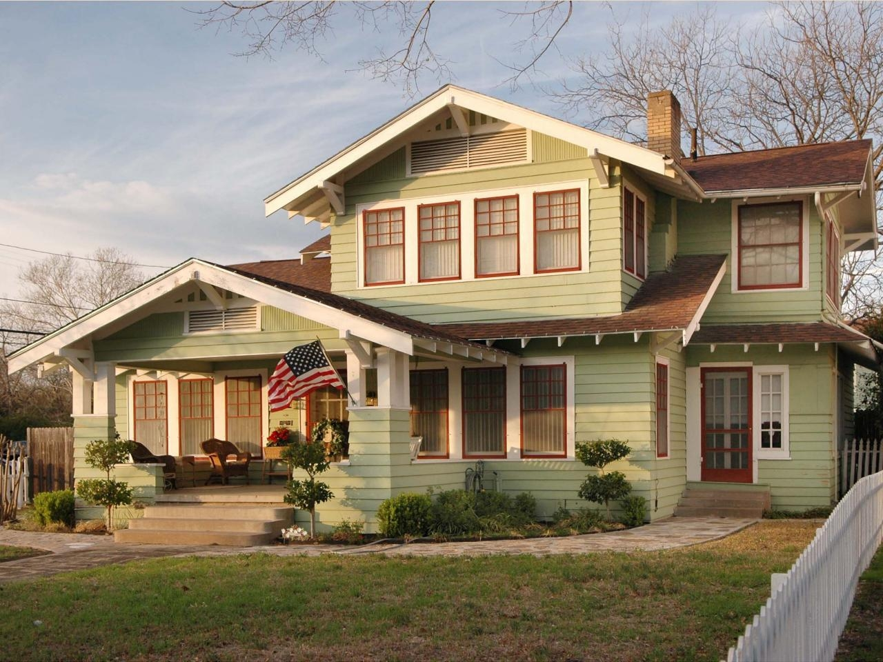 Everything you need to know about craftsman homes for Craftsman style homes exterior photos