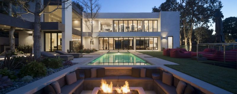 Home in the Santa Monica Hills Capitalizes on Jaw-Dropping Views