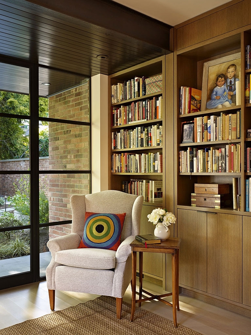The owners' book collection is at the core of the house and its design, being highlighted with every occasion